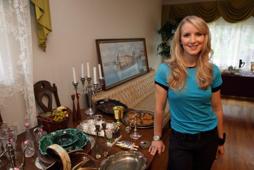 This woman is an inspiration to me!!  Check out Cash & Cari on HGTV.  I wish this show were still on, instead of House Hunters.