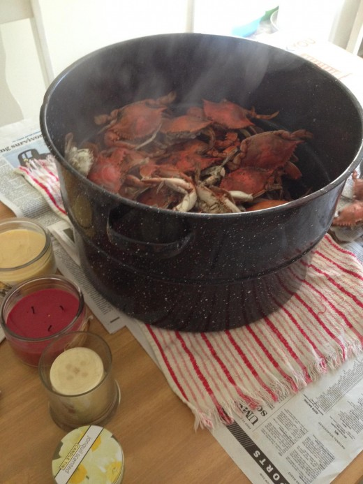 A big pot of steamed crabs