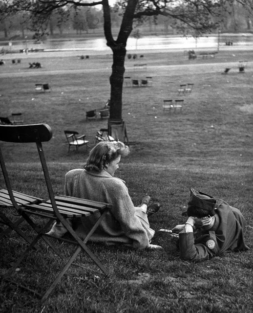 An American G.I., and an English girl enjoy some leisure time in Hyde Park in 1940.