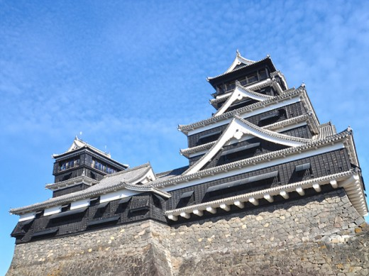 Kumamoto Castle is a symbol of Kyushu, and lies at the heart of it.