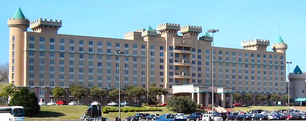 Tunica's Luckiest & Friendliest Casino Hotel. If you're looking for a casino hotel in Tunica, Mississippi - you've found the best! Located right on the eastern banks of the Mississippi River - you'll find more than comfortable rooms and suites on nine floors in our hotel.