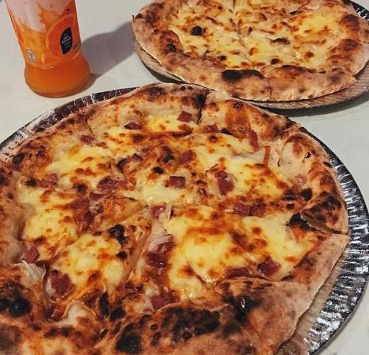 Yummy pizzas tho!!
