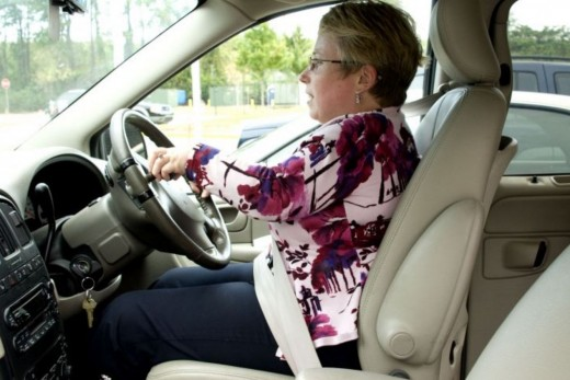 airbag safety how to avoid srs airbag deployment injuries. Black Bedroom Furniture Sets. Home Design Ideas