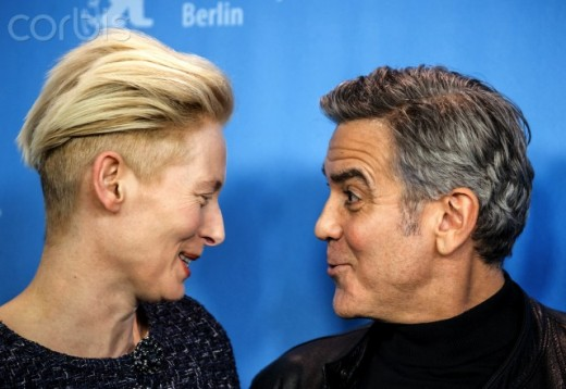 Tilda Swinton and  Clooney at a  Hail Caesar  Photo call.