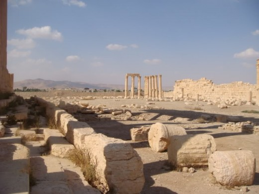 Ancient Roman city of Palmyra and the modern town beyond too re - captured by the Russians and Syrians from Islamic State.