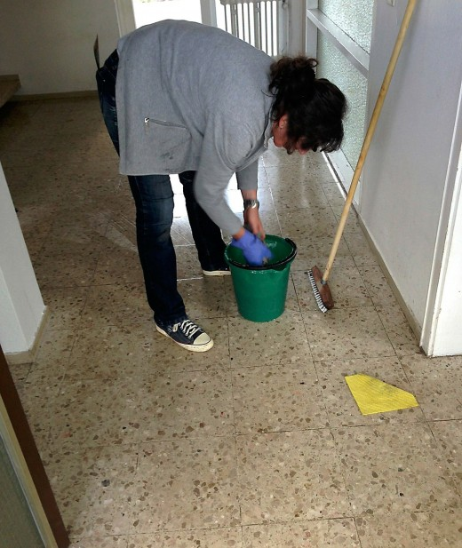 A lady cleaning the house.