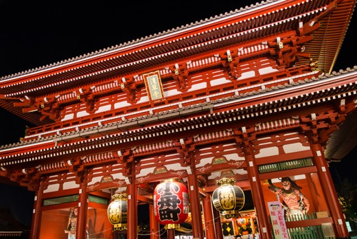 Hozomon at night