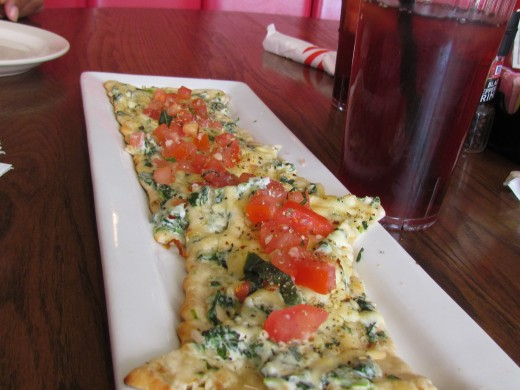 At Fridays we started with freshly brewed Black Iced Tea and Spinach Florentine Flatbread.