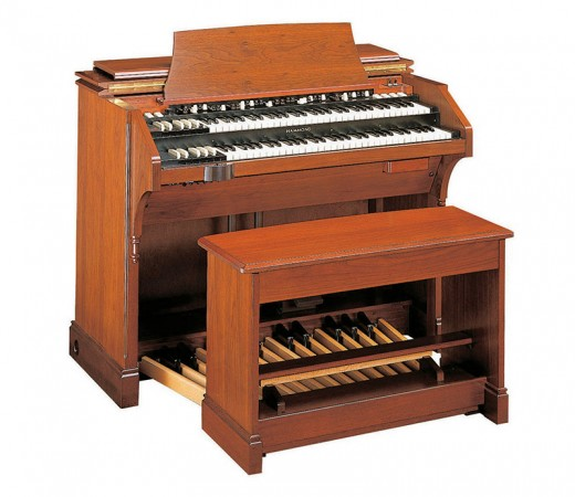 Here we show a Hammond C3 (it performs just like the Hammond B3, but carries different [and heavier] cabinetwork).
