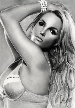 Britney's glam look
