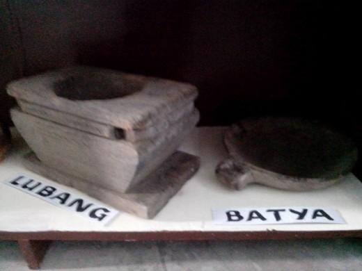 Lubang or Mortar and Batya or Pot Holder (Photo Source: Ireno Alcala)