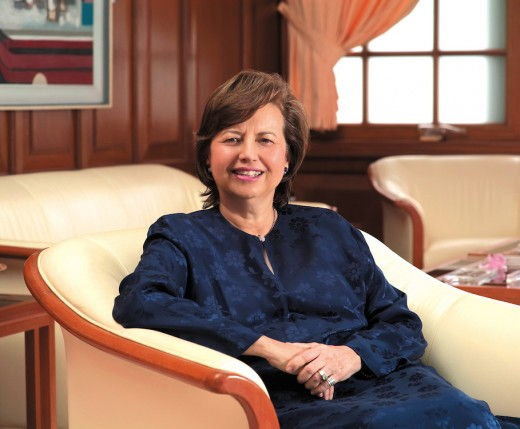 Tan Sri Zeti, the Malaysian Central Bank Governor  wears baju kurung almost daily during her days in the corporate office.