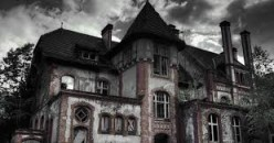 A Haunted House  -  16 Ways To Tell
