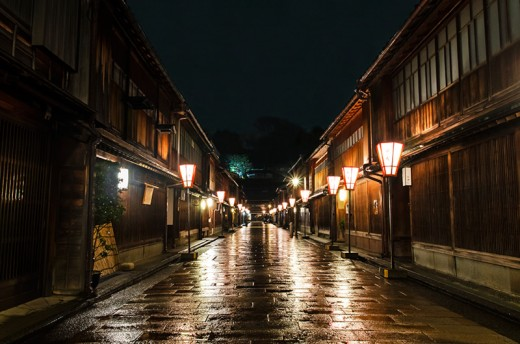 The Higashi Chaya district has a certain melancholy and otherworldly feel on a rainy night.