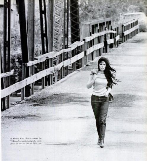 Gentry crossing the Tallahatchie Bridge in Nov. 1967