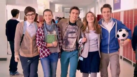 While it is an Italian TV series, Alex & Co is very inspired to the American ones. The high school has a very modern forniture, even with lockers in the hallways, just like an American high school. Italian schools, in the reality, are often different
