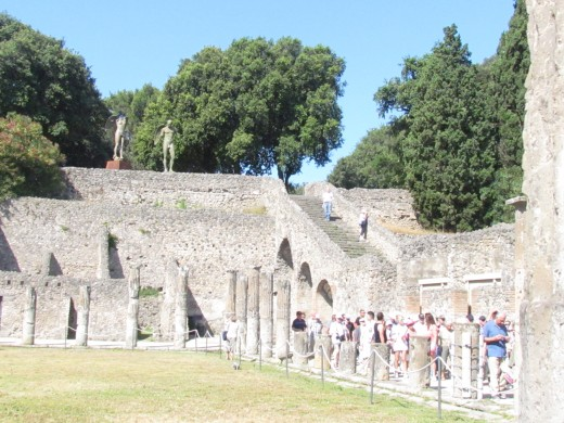 When Pompeii, was destroyed its population was estimated at 11,000 people and the city had a complex water system, an amphitheater, gymnasium, and a port.