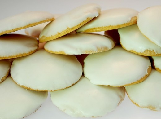 This sugar coated soft round cookies are really bursting with white sugar frosting. This is a pasalubong treat that even toddlers won't get enough of.  The soft consistency of the cookie is great for those who wanted to experience a meltdown of the
