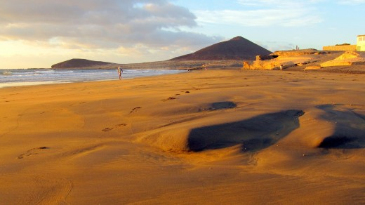 El Medano beach and the Red Mountain