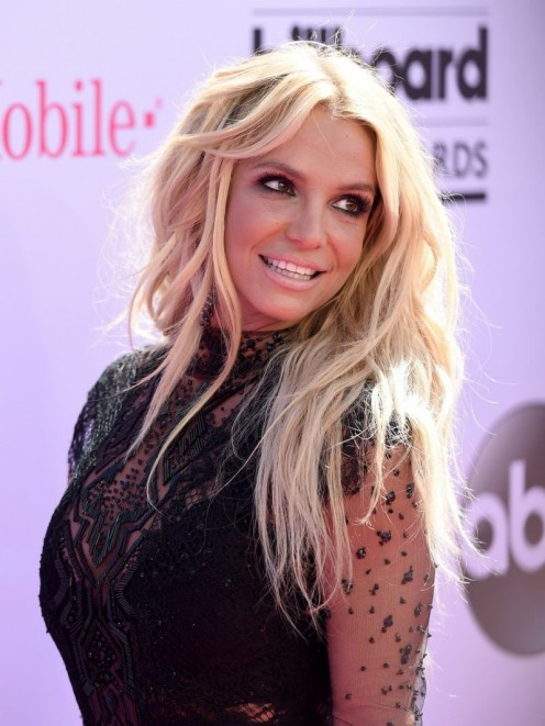 "Pop princess, Britney Spears uses ""that"" look to show fans just how hot and talented she is"