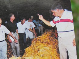 A photo of those tobacco markets which caused Mullins to be one of the largest in the world.