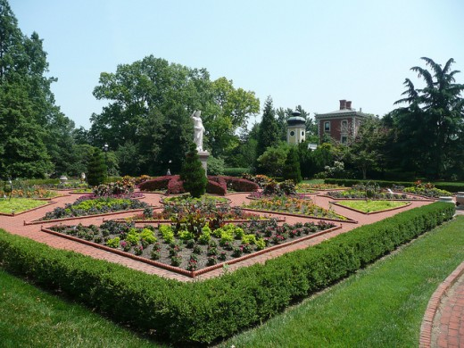 This part of the Missouri Botanical garden has been designed to look like Victorian prototypes. The statue is a typical grand touch.