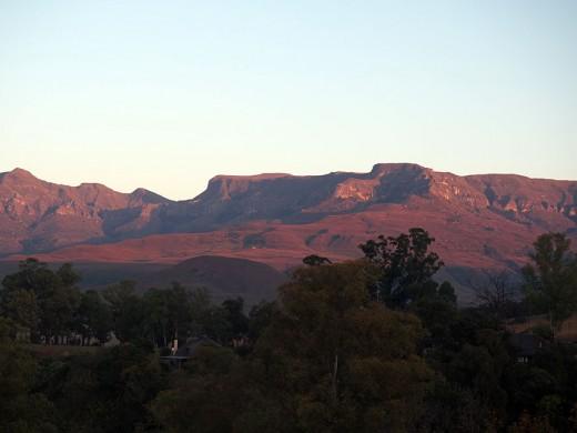 Sunrise over the Drakensberg Ranges. Photo: Di Robinson