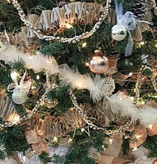 Pearl Garland For Christmas Tree: 66 Rustic Christmas Crafts