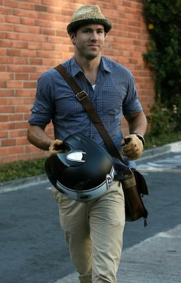 Men's messenger bag - actor Ryan Reynolds stylin' it