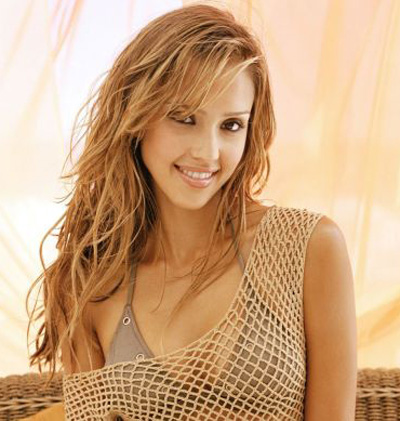 If you are good friends with Jessica Alba, do not bring her with you to watch a golf tournament for just her presence  will cause chaos among the crowd