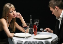 The cell phone on a date