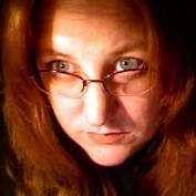 Leslie Poston profile image
