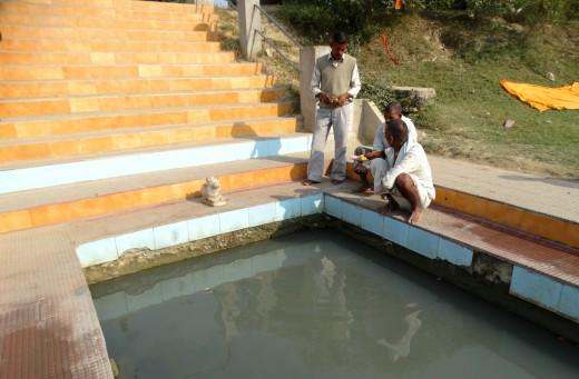 Devotees at Rudravarta Kund