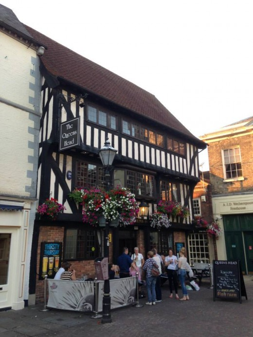 The Queen's Head. A three storey 15th century coaching inn just off Newark Market Place