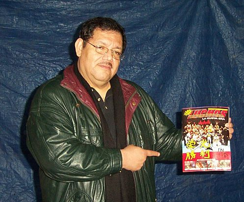 Pena holding up a magazine