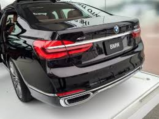 The BMW 7-series comes on two engine sizes which are the 4.4L twin-turbo V8 and the 6.6L twin-turbo V12.