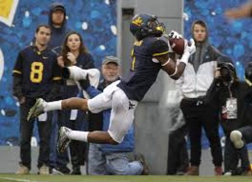 WR Shelton Gibson (West Virginia) '15 37rec 887yds 9td