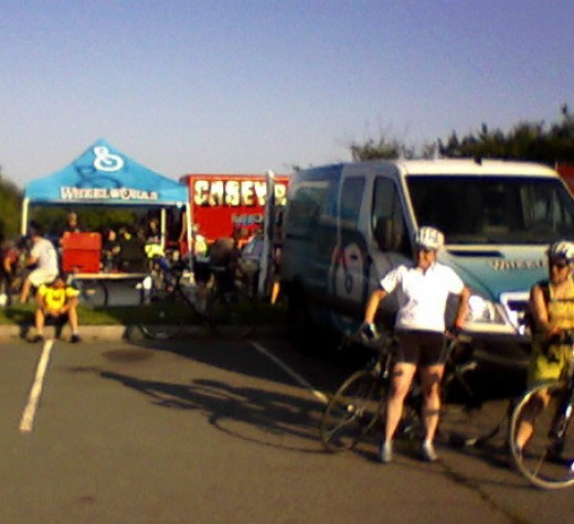 Several bike shops SRAM neutral race support provided immediate bike service at the start and at all rest stops