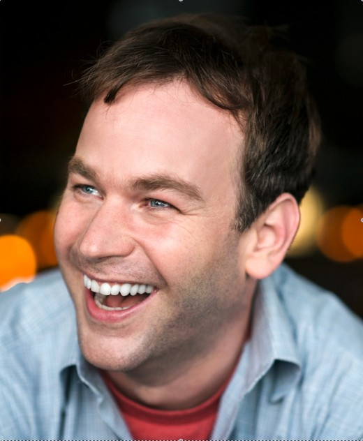 Director/writer Mike Birbiglia stars in the film as well. Very talented as he does amazing in everything he's involved in the film.