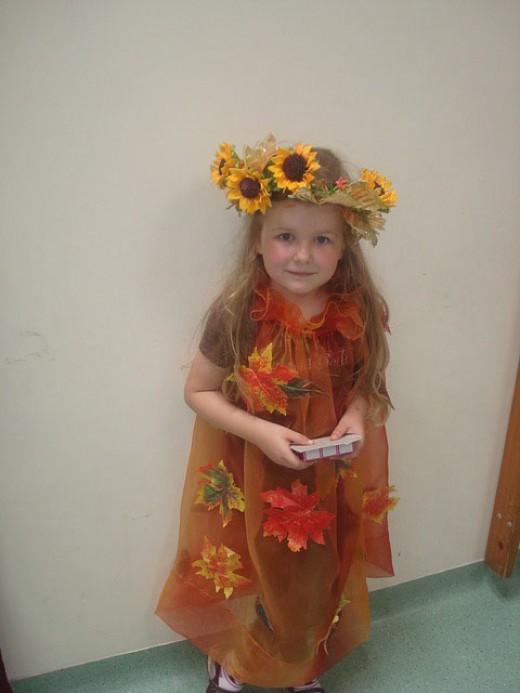 Little girl dressed as a sunflower.
