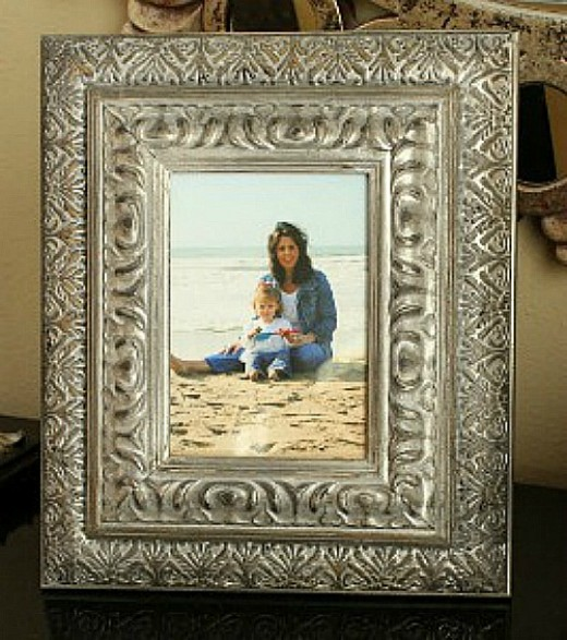 31 creative craft ideas using old picture frames hubpages for Creative ideas for old picture frames