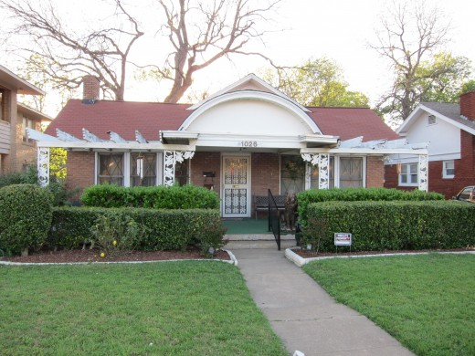 Oswald returned by taxi to his boarding house in the suburb of Oak Cliff. Here, he picked up his revolver, then walked south on Beckley Avenue.