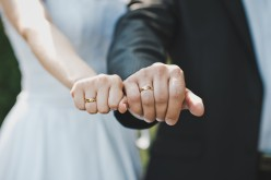 Should Your Wedding Bands Match?