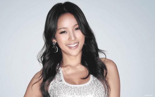 Lee Hyori (Hyori Lee) is a very famous pop music singer that is one of my favorite Korean women.
