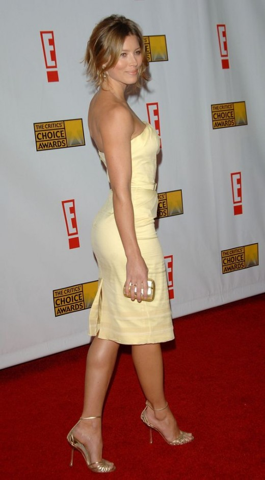 Jessica Biel in a yellow strapless dress