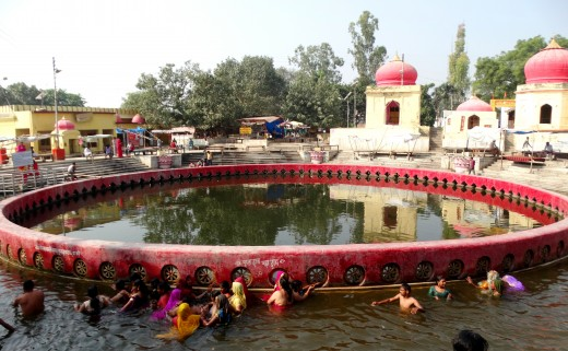 "Chakratirtha : the ""Bottomless"" circular pond"