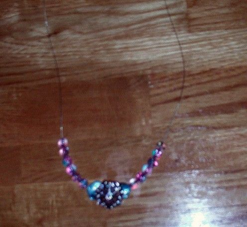In this step I continue adding the beads to the necklace.