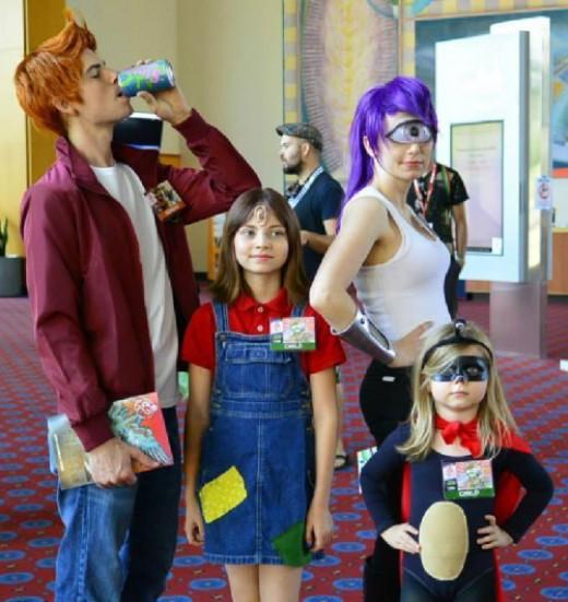 Simple DIY Futurama family outfits.