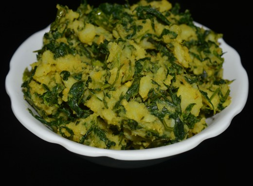 Potato and fenugreek leaves dry curry