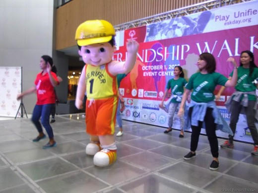 Cherifer Mascot and student volunteers leading the exercise